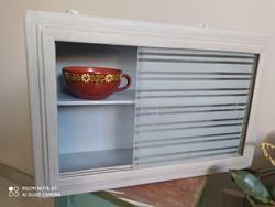 Faliszekrény, pipere szekrény