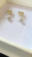 Új 14 karátos arany stiftes fülbevaló,briliánssal!