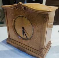 Egyedi készítésű, asztali vagy kandalló óra