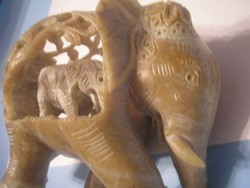 U11 Jade kőből faragott művészi elefántcsalád ritkaság a hasában a bébivel eladó