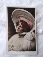 Antik, angol kézzel színezett fotólap/képeslap Miss Mary Studholme énekesnő/színésznő, csipke, kalap