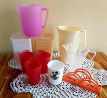 10 db-os Retro műanyag dolgok,  figurás pohár szalvetatartó Mérőedény kancsó fűszeresek