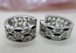 Szép  kézműves ezüst karikafülbevaló fehér kövekkel