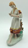 B707 Jelzett porcelán népviseletes lány virággal - szép, hibátlan állapotban