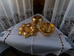 Különleges aranyszínű fém likőrös pohártartó, 6 pohár, asztalközép