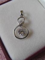 Mozgó köves ezüst medál - 8-as medál