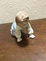 Zsolnay mászó baba