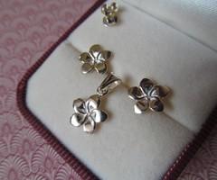 Virág alakú ezüst fülbevaló és medál szett - stekker