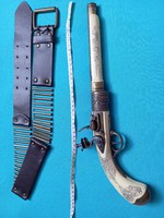 Szépen kidolgozott pisztoly, replika fegyver orosz stilusú