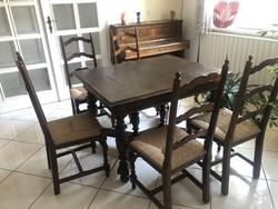 Antik asztal székekkel