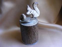 Régi alumínium mogyoródaráló mókus