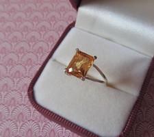 Köves ezüst gyűrű - szép sárga kővel