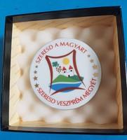 Herendi porcelán plakett : Szeresd a magyart, Szeresd Veszprém megyét