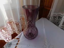 Igen szép formájú halványlila gazdagon metszett ólomkristály váza