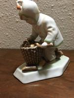 Zsolnay gyermek rőzsével