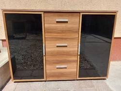 Eladó egy MODERN polcos és fiokos komód Bútor szép állapotú Méretei: 116 cm x 38 cm x 83 cm magas. S