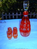 Piros színű lencsésre csiszolt üveg italos készlet  palack+ 4 pohár