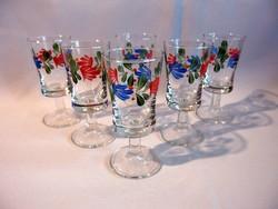 Retro likőrös készlet, 6 db virág mintával festett talpas üveg pohár