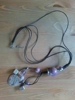 Iparművészeti dekoratív bőr nyaklánc lila csiszolt köves 1990