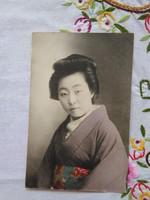 Japán kézzel színezett fotólap/képeslap gésa 1900-as évek első fele