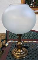 Sárgaréz asztali lámpa üveg burával