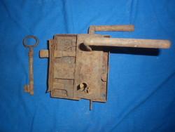 Antik kapu ajtó zár kulcsal