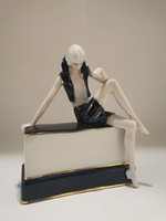Reneszánsz hölgy szobrocska, kobaltkék ruhában, gyönyörű art deco vonalakkal
