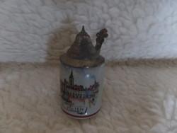 Kis sörös kupa óntetővel
