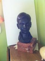 Gyermek fej-szobor