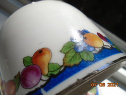 Zsolnay pajzspecsétes, platina díszcsíkos, gvümölcs mintás teás csésze alátéttel