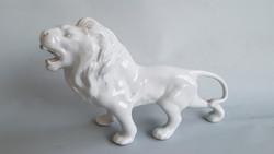 Porcelán szobor: oroszlán