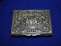 Ezüst dobozka  puttóval díszítve   92 g