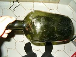 Nagyméretű üveg kannás bor retro régi zöldes üveg talán palack nem tudommi ez de impozáns aljan 3 as