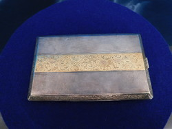 Ezüst Cigaretta szelence aranyozott díszítéssel   166 g