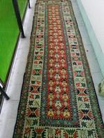 Az 1900-as évek elején készült, eredeti kaukázusi, kézi csomózású fali szőnyeg.