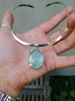 Gyönyörű akvamarin ezüst medál és nyakék
