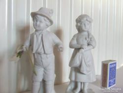 Bájos,régi antik biszkvit gyermek porcelán babák,figurák egyben:kisfiú és kislány kis ibolyavázával