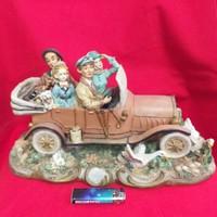 Régi Hatású Autós Családi Életkép Asztali Dísz,Figura.40 cm.