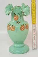 Festett gyümölcsmintás, fodros, türkizzöld, tejüveg váza (1791)