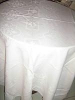 Gyönyörű barokk mintás fehér antik damaszt terítő