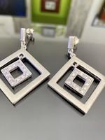 Káprázatos ezüst fülbevaló pár cirkónia kövekkel
