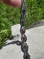 Biedermeier antik ezüst karkötő Gránát kövekkel, biztonsági lánccal.