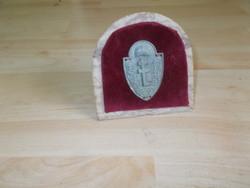 Antik levente sapkajelvény asztali dísz márvány tartón