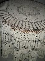 Gyönyörű antik ekrü szecessziós kézzel horgolt kerek terítő