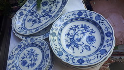 Hagymamintás porcelán tányérok,  tálak együtt