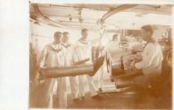 Hadihajó fedélzeti ágyú betöltés, ritka kép, képeslap méret, éles kép