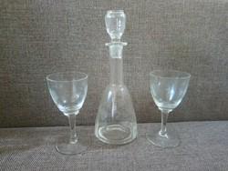 Metszett szőlőmintás, üvegdugós palack , két talpas pohárral