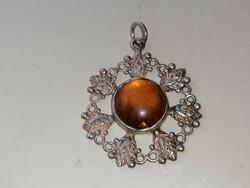 Ezüst medál borostyán kővel díszítve 925