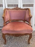 Gyönyörű formájú kecses fotel