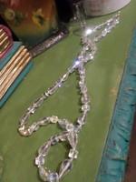 74 cm-es , lüszteres , szépen csillogó , kristály gyöngyökből álló nyaklánc .